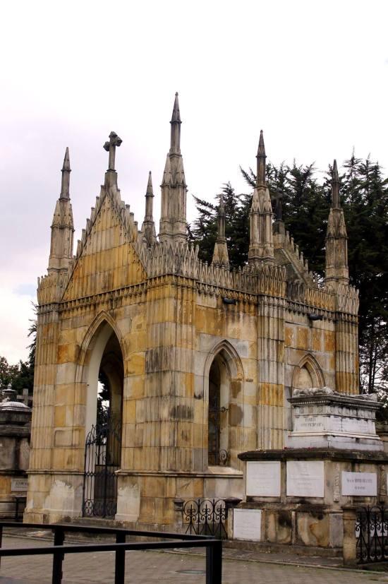 """""""castillos de bogota - cementerio central"""" Enviada vía Facebook x Simon Sanabria"""